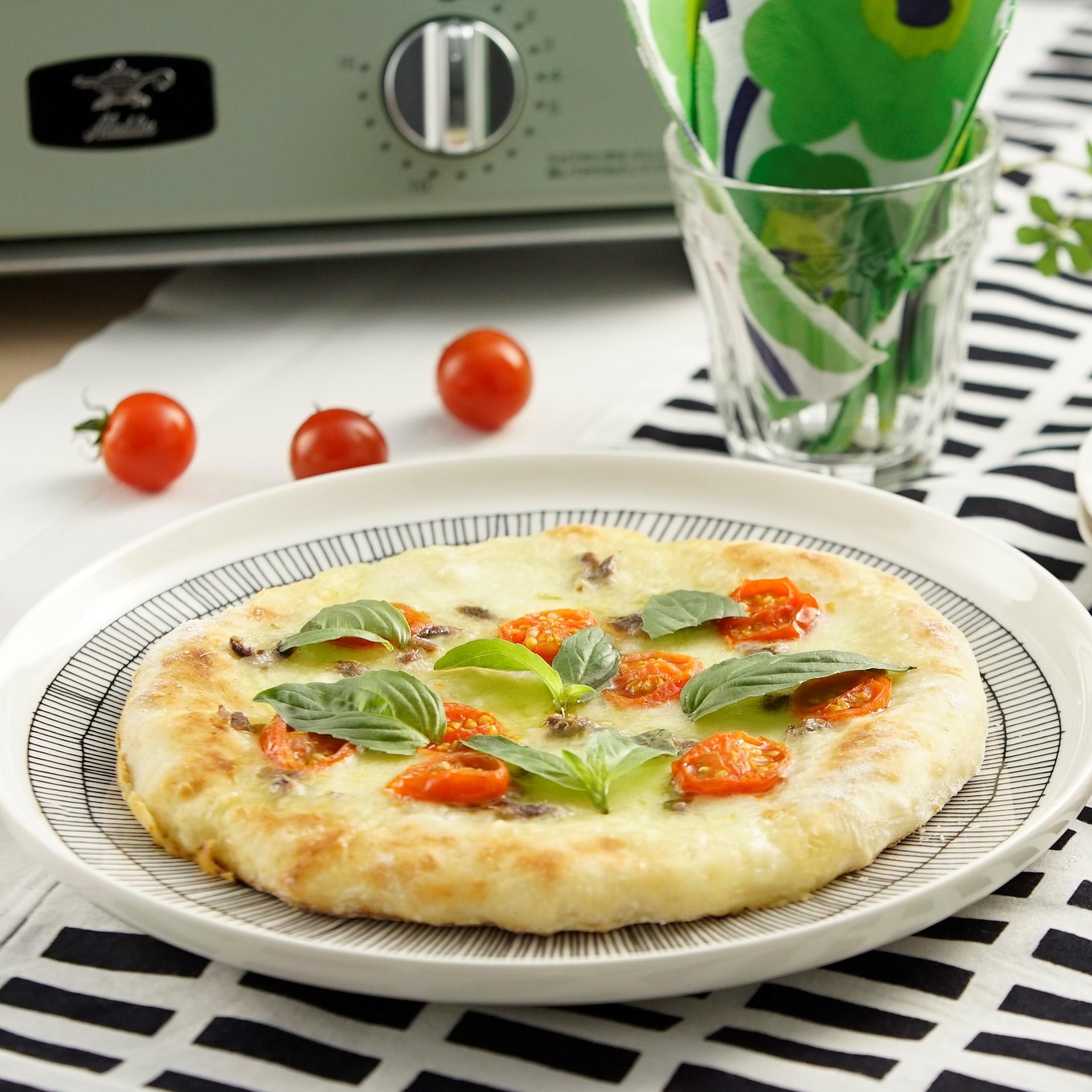 モッツァレラチーズとアンチョビのパンピザ