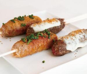 とろーりチーズの和風&韓国風ピリ辛2種類の肉巻きおにぎり